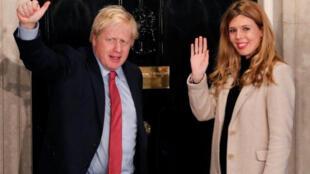 رئيس الوزراء البريطاني بوريس جونسون وصديقته كاري سيموندس