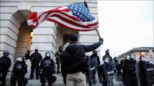 خلال اقتحام الكونغرس في واشنطن