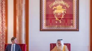 جاريد كوشنير وملك البحرين في العاصمة المنامة