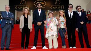 """فريق فيلم """"فيزاج، فيلاج"""" الحائز على جائزة """"العين الذهبية"""" في مهرجان كان السينمائي"""