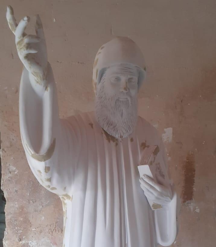 منحوتة فنية ودينية تمثل القديس شربل عند المسيحيين