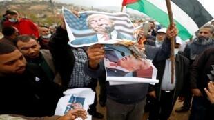 الفلسطينيون يحرقون صور ترامب احتفالا بخسارته في الانتخابات الأمريكية