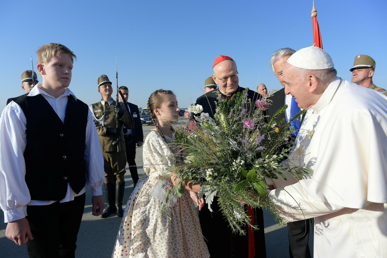 البابا فرنسيس في مطار بودابست