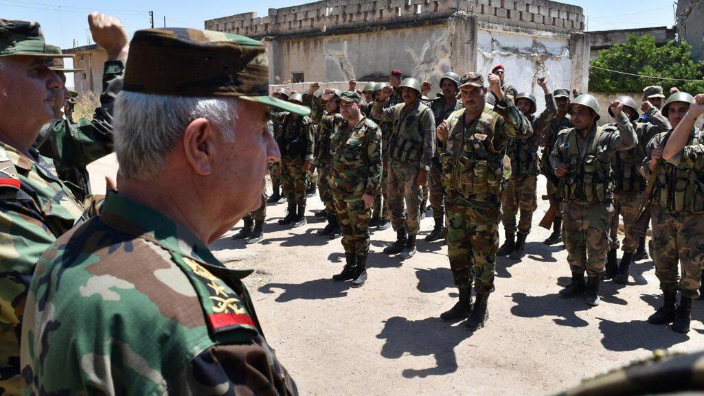 اللواء علي عبد الله أيوب، وزير الدفاع السوري يزور جنود الجيش في الحبيط في محافظة إدلب