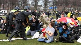 2021-03-14T153449Z_1960947942_RC23BM90224D_RTRMADP_3_HEALTH-CORONAVIRUS-NETHERLANDS-PROTESTS
