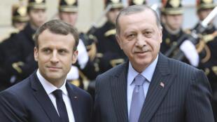 الرئيس الفرنسي إيمانويل ماكرون ورجب طيب أردوغان في باريس يوم 5 يناير 2018