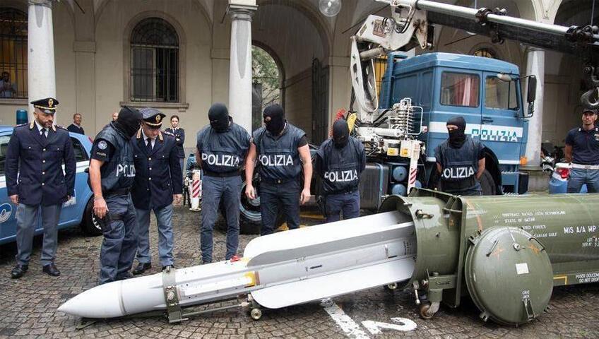 الصاروخ القطري الذي عثرت عليه الشرطة الايطالية