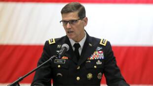 الجنرال جوزيف فوتيل قائد القيادة المركزية الأمريكية