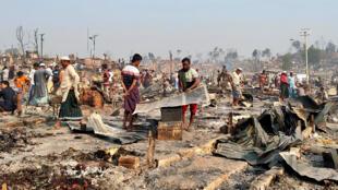 حريق هائل بمخيم للاجئين الروهينغا في بنغلادش