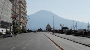إغلاق كل المحلات في إيطاليا والشوارع تكاد تكون خالية من الناس