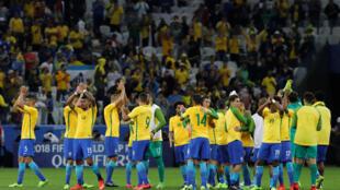 لاعبو البرازيل يحتفلون بالتأهل لمونديال روسيا 2018