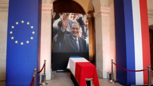 """نعش الرئيس الراحل جاك شيراك معروض للمرة الأخيرة في مبنى """"ليزانفاليد"""""""