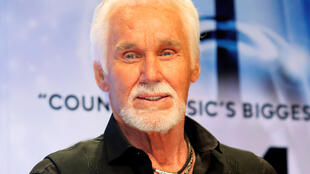 _KENNY-ROGERS (1)