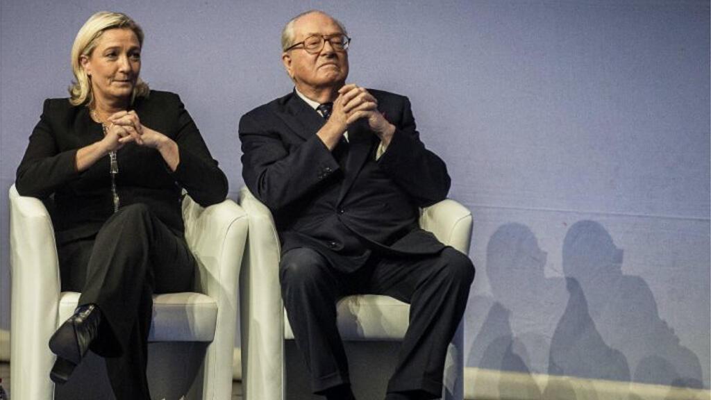 مارين لوبين ووالدها جان ماري لوبين مؤسس حزب الجبهة الوطنية الفرنسية