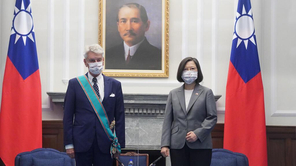 البرلماني الفرنسي آلان ريشار الذي يترأس وفدا من مجلس الشيوخ يزور تايوان