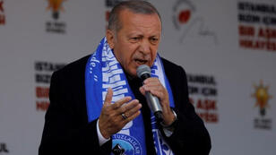 الرئيس التركي رجب طيب أردوغان يتحدث أمام أنصاره في اسطنبول يوم الجمعة