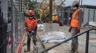 construction_workers_st_denis_france_coronavirus