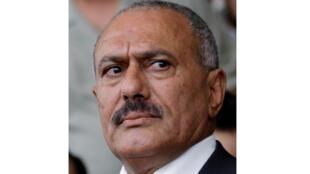 علي عبد الله صالح أثناء تجمع لمناصريه في صنعاء (01-04-2011)