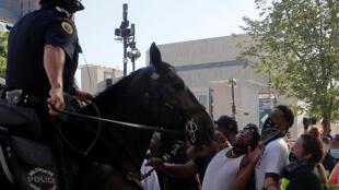 خلال احتجاجات في ولاية ويسكونسن الأمريكية