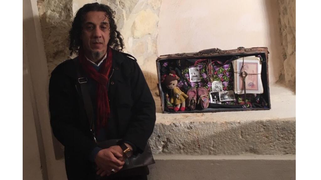 الفنان التشكيلي عماد أبو حشيش