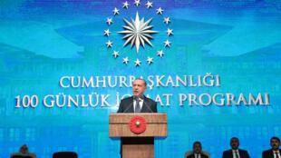 الرئيس التركي رجب طيب أردوغان خلال إلقاءه كلمة في تركيا