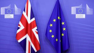علما الاتحاد الأوروبي وبريطانيا في مقر المفوضية الأوروبية ببروكسل