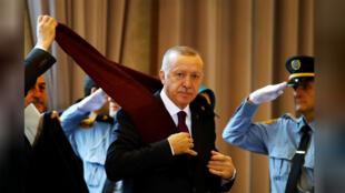 الرئيس التركي رجب طيب أردوغان يصل لحضور المنتدى العالمي للاجئين في جنيف يوم الثلاثاء-