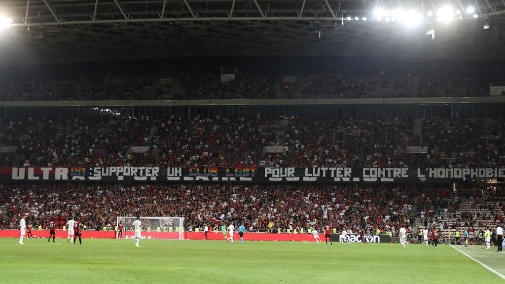 الحكم يوقف مباراة نيس ومرسيليا في الدور الفرنسي لكرة القدم بسبب هتافات معادية للمثليين