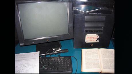 الكمبيوتر الذي كان يحوي أول خادم و أول موقع إنترنت في المنظمة الأوروبية للأبحاث النووية