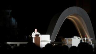 البابا فرنسيس يلقي كلمة أمام نصب السلام في هيروشيما