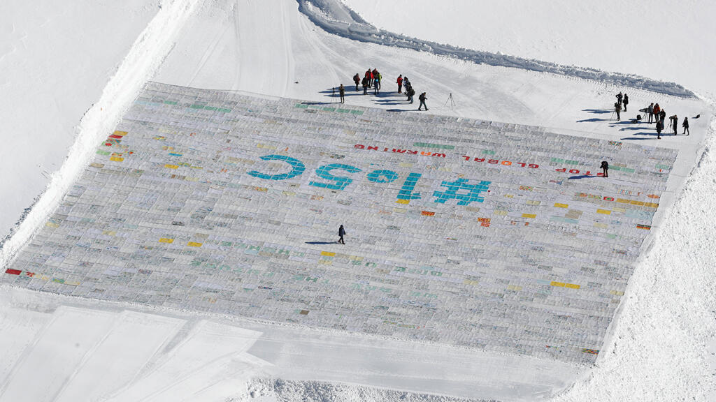 صورة للبطاقة البريدية الأكبر في العالم في سويسرا
