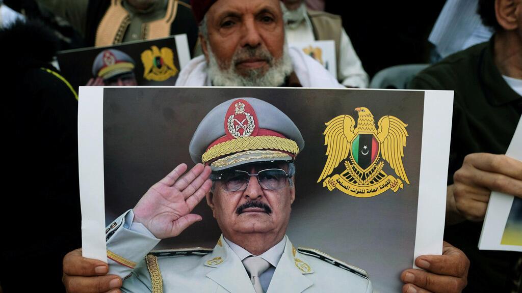 مناصرون لخليفة حفتر في ليبيا