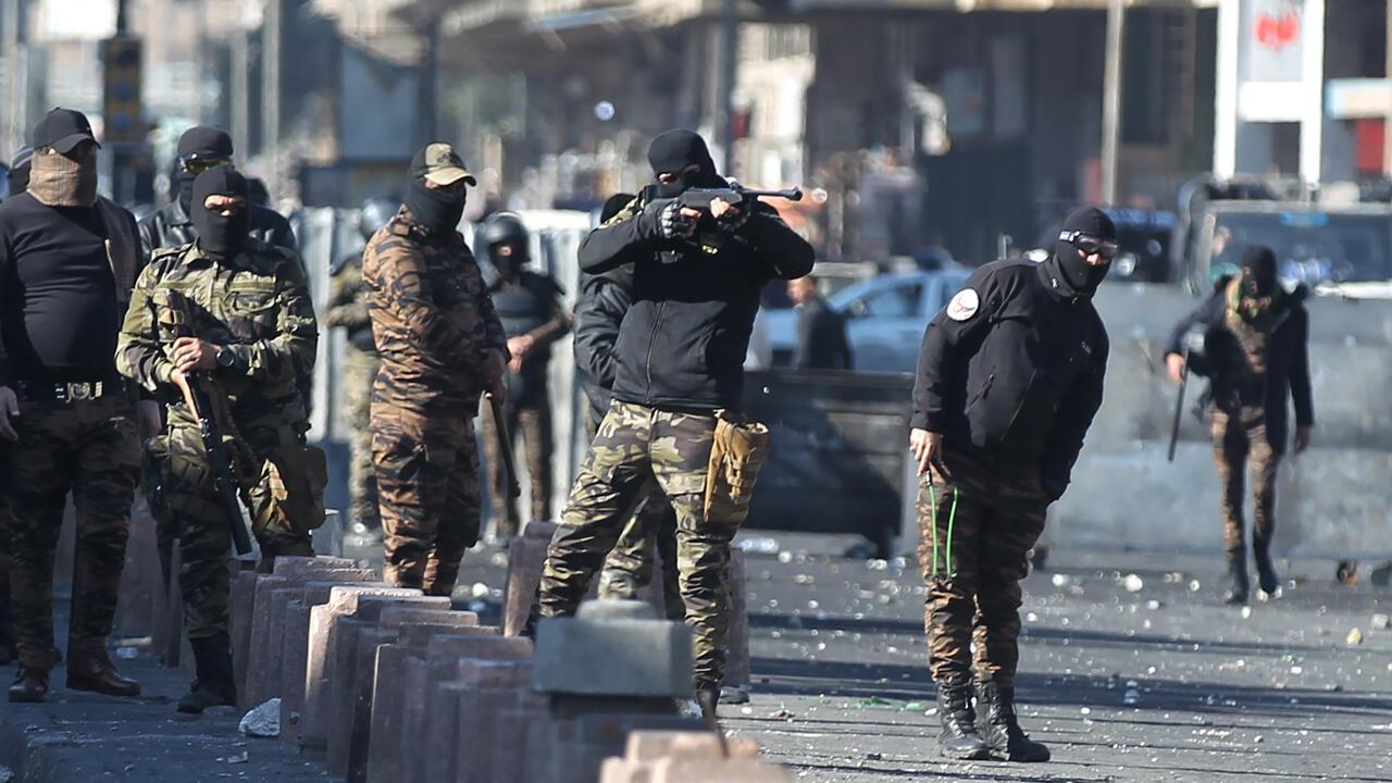 أفراد من قوات الأمن العراقية خلال مظاهرة  في العاصمة بغداد - أرشيف