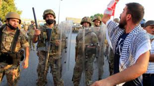 مواجهات بين المتظاهرين والحرس الجمهوري في بعبدا - لبنان