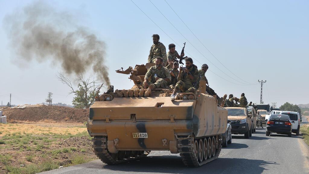 """عناصر من """"الجيش الوطني السوري"""" على الحدود السورية التركية يوم 10 أكتوبر 2019"""
