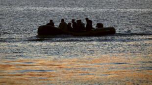 صورة رمزية لقارب هجرة