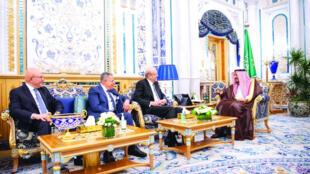 أثناء زيارة رؤوساء الحكومة الثلاثة الى السعودية