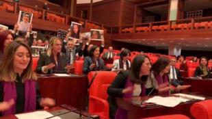 """نائبات في البرلمان التركي يرددن أغنية """"المغتصب هو أنت"""" التشيلية"""