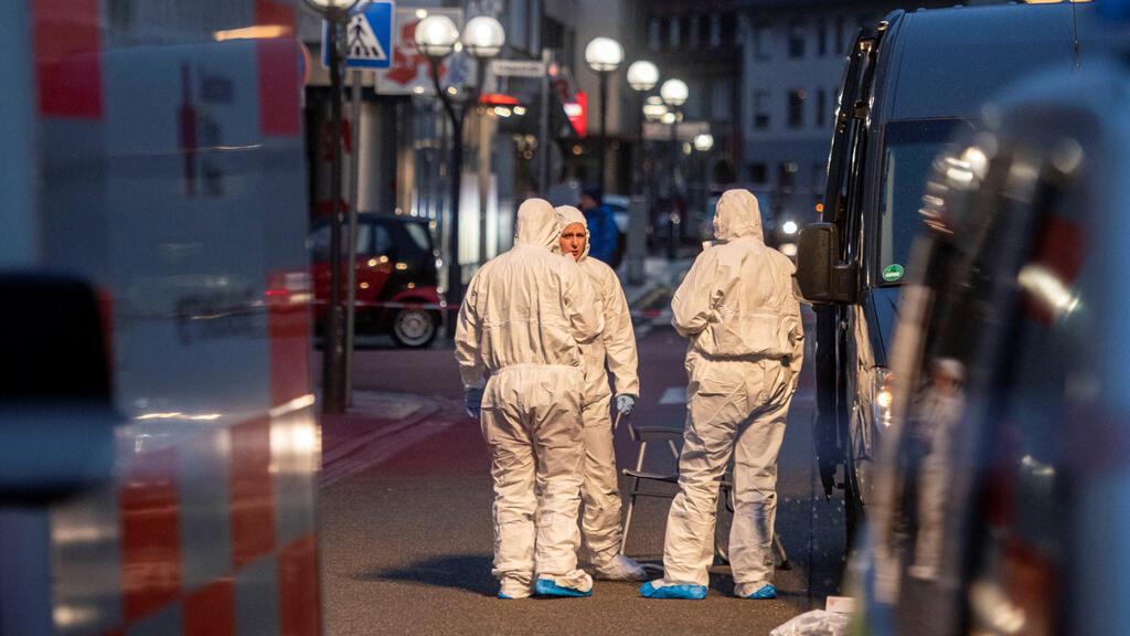 رجال الأمن والمباحث في مكان الحادث، فرانكفورت، ألمانيا