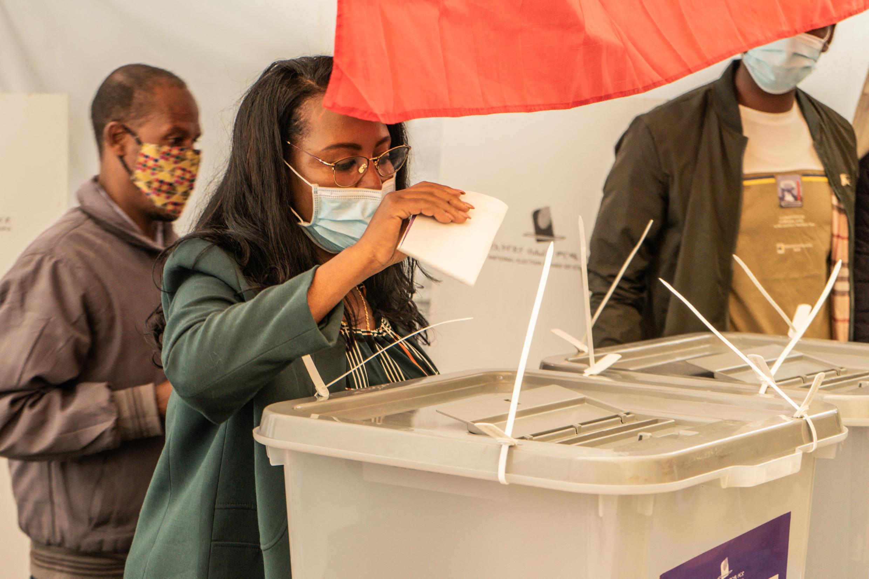 أدلت عمدة أديس أبابا، أدانيش أبيبي، بصوتها، يوم الإثنين 21 يونيو 2021، في انتخابات وطنية مؤجلة تجري على خلفية الحرب والمجاعة في منطقة تيغراي الشمالية وتساؤلات حول مصداقية الاستطلاع
