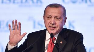 الرئيس التركي يلقي خطابا في الجلسة الافتتاحية لمجلس التعاون الإسلامي للاقتصاد والتجارة، اسطنبول