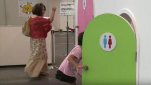 معرض للمراحيض الحديثة الضخمة في اليابان 10-07-2014