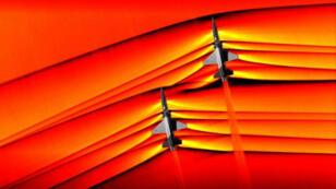 الصورة التي نشرتها الناسا وتظهر طائرتين تخترقان جدار الصوت