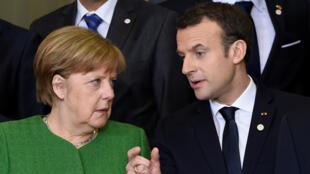 الرئيس الفرنسي ايمانويل ماكرون والمستشارة الالمانية أنغيلا ميركل