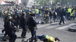 اشتباكات بين الشرطة والسترات الصفراء