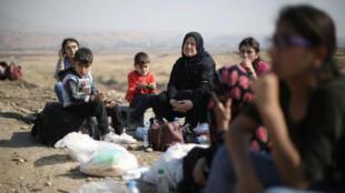 مجموعة من الأكراد يحاولون عبور الحدود من سوريا إلى العراق