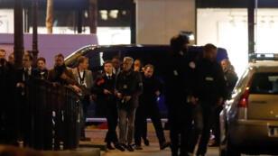 الشرطة الفرنسية تنتشر في جادة الشانزيليزيه بعد مقتل شرطي في عملية اطلاق نار في 20-04-2017