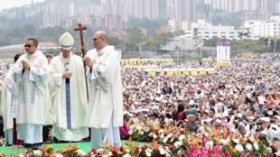 البابا فرنسيس خلال ترأسه قدّاس في مدينة ميديين في كولومبيا في 09-09-2017