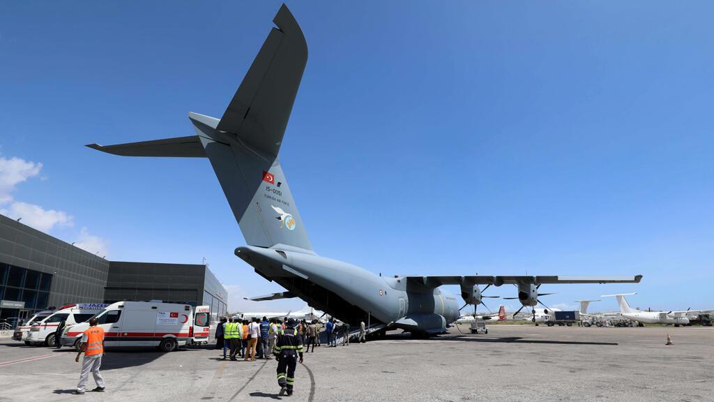 الطائرة العسكرية التركية التي هبطت بمقديشيو لإجلاء الجرحى