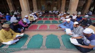 مسلمون يتلون القرآن على أرواح الضحايا في نيوزيلندا